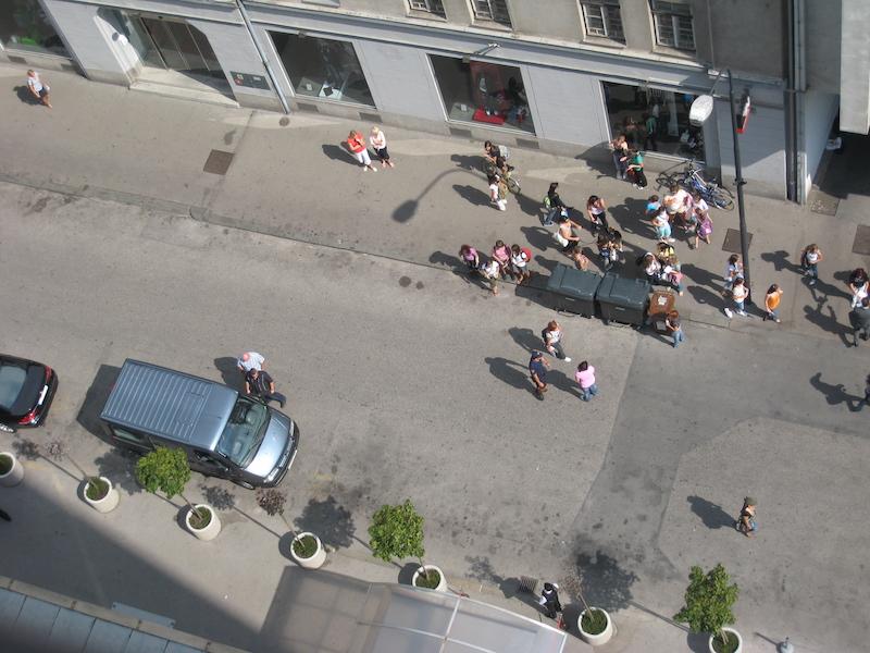 Rebelde pred Hotelom Lev